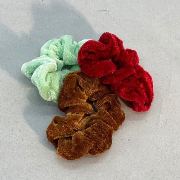 Accessories - 🚩🚩 3 new scrunchies